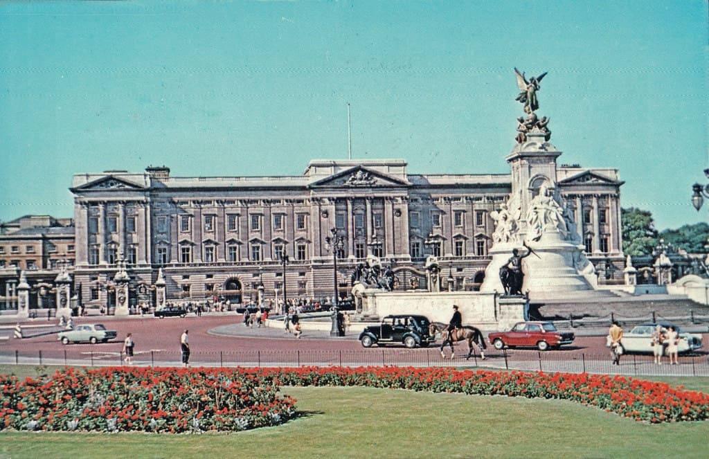 Buckingham palace - 247 airport ride