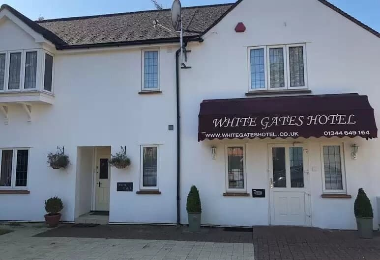 white gates hotel bracknell - 247 airport ride
