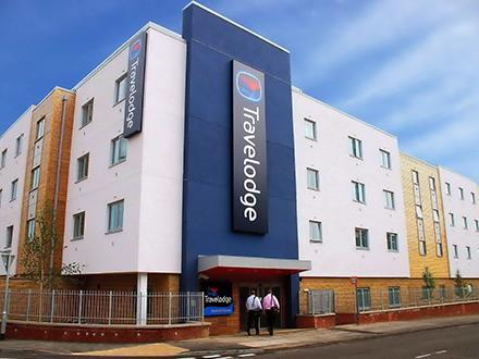 Travelodge Bracknell Central Hotel - 247 airport ride