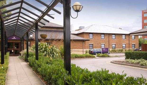 Premier Inn Bracknell Central - 247 airport ride